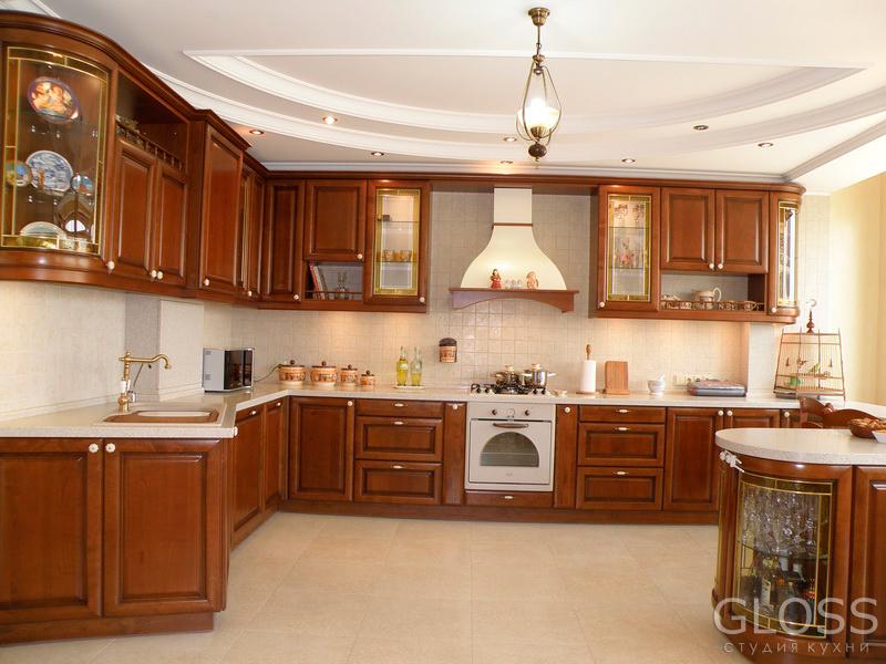 Кухня-П-образная-фасады-массив-столешница-из-искусственного-камня-с-барной-стойкой-1