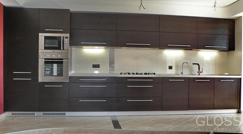 Кухня-прямая-фасады-МДФ-покрытые-пленкой-ПВХ-столешница-из-искусственного-камня-1