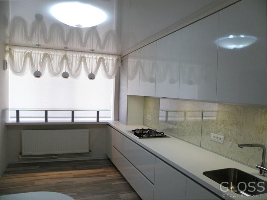 Кухня-прямая-фасады-крашенное-МДФ-столешница-из-искусственного-1