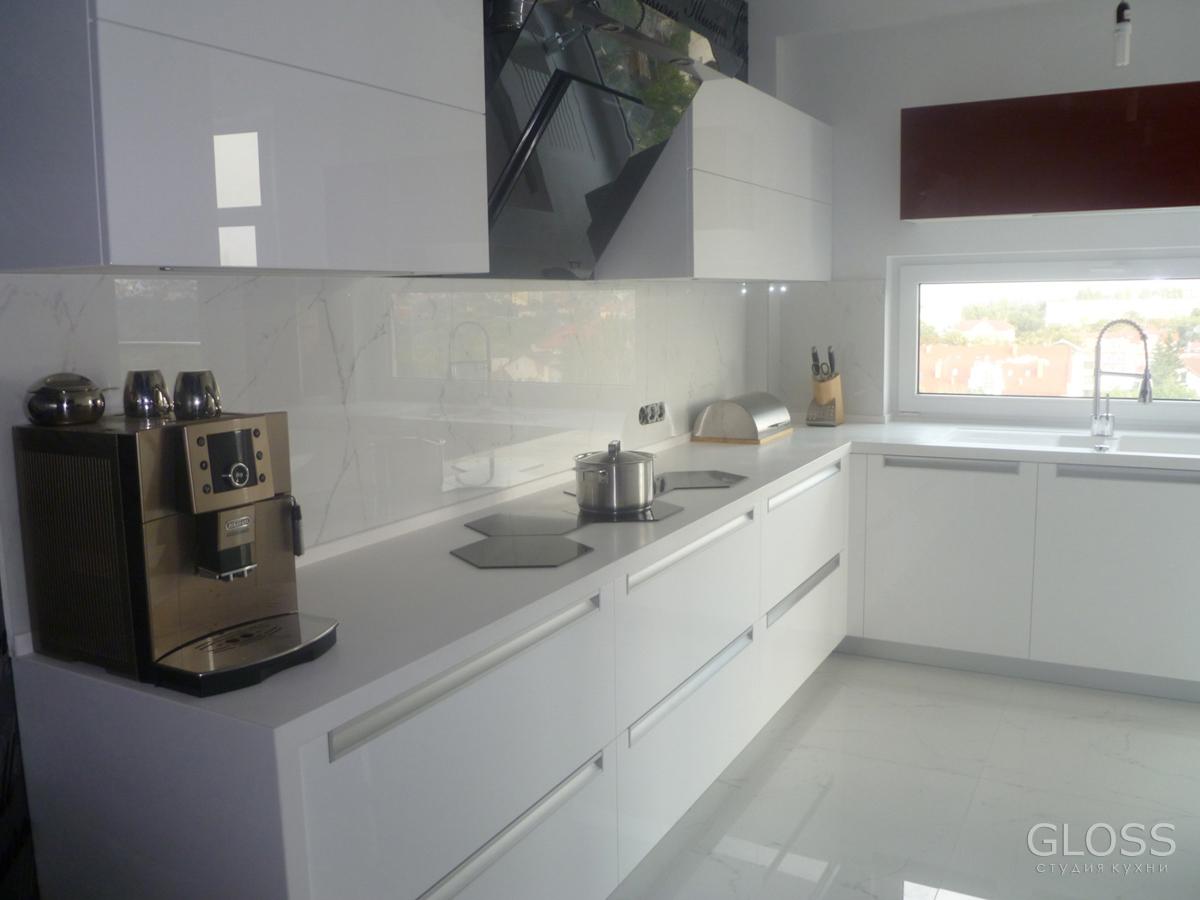 Кухня-углавая-фасады-крашенное-МДФ-столешница-из-искусственного-камня-2