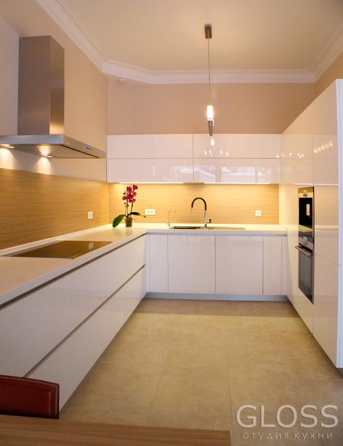 Кухня-углавая-фасады-крашенные-столешница-из-искусственного-камня-с-подсветкой-2